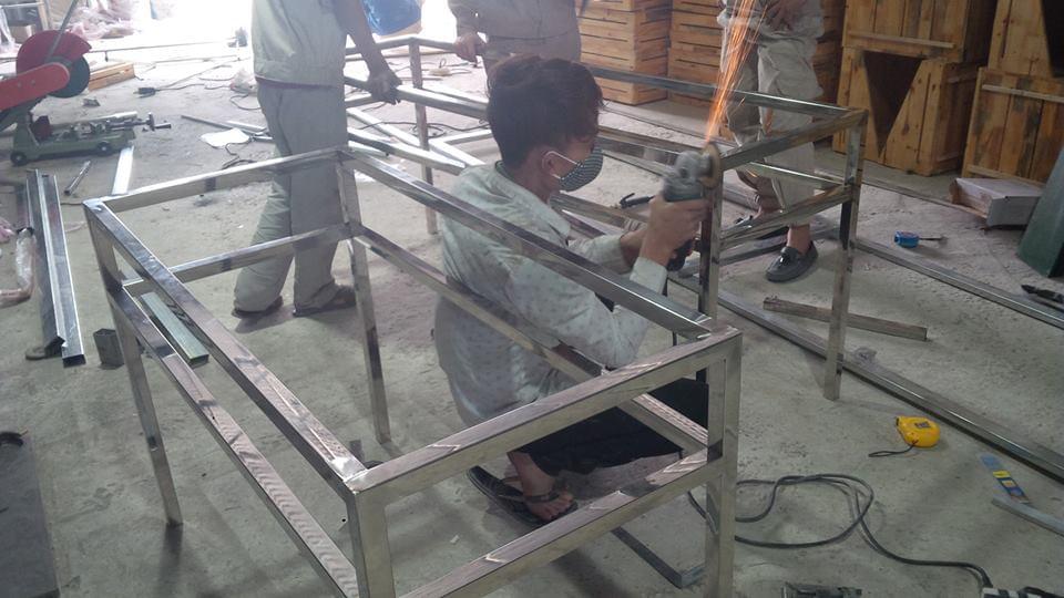 Thợ hàn khung sắt