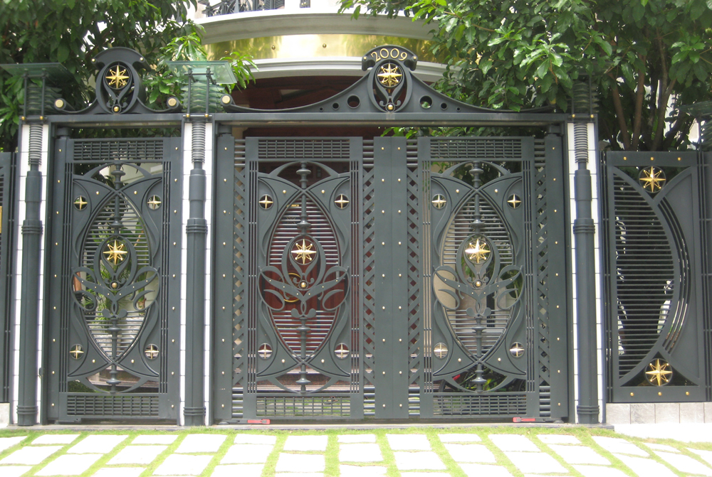 cửa sắt đẹp rộng