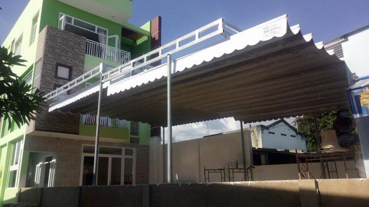 mái bạt xếp di động giá rẻ dành cho nhà phố