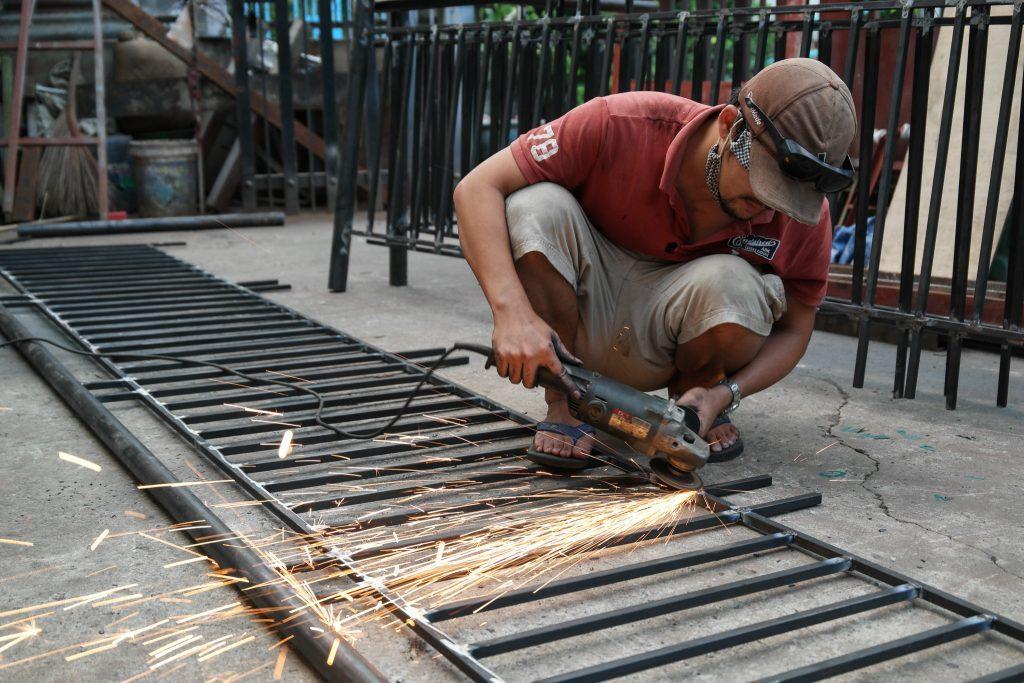 thợ hàn cửa sắt