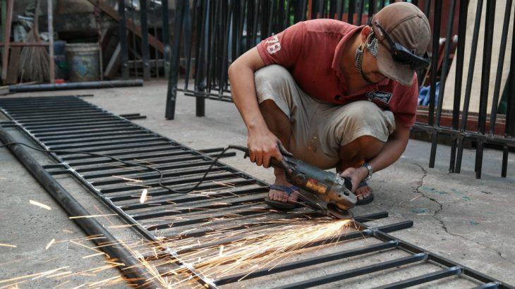 thợ hàn sắt dạo tại nhà