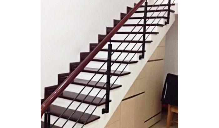 làm cầu thang sắt cho nhà phố